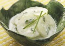 Odświeżająca sałatka z ogórka czyli prawie mizeria
